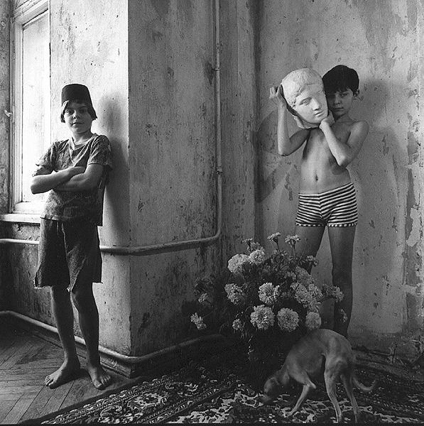 ©Евгений Мохорев. «Костя, Миша и левретка»
