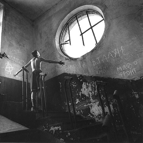 ©Евгений Мохорев. «Денис и круглое окно»