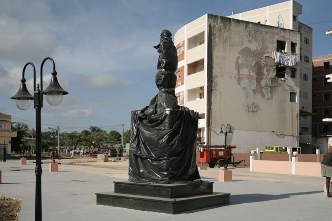 Guy Tillim New town square with wrapped statue of Agustino Neto, Sumba, Angola, 2008
