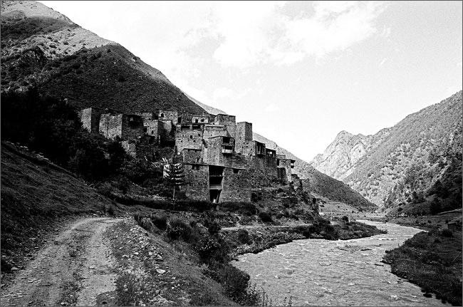 ©Игорь Мухин. «Горное село. Грузия. Июнь 2008»