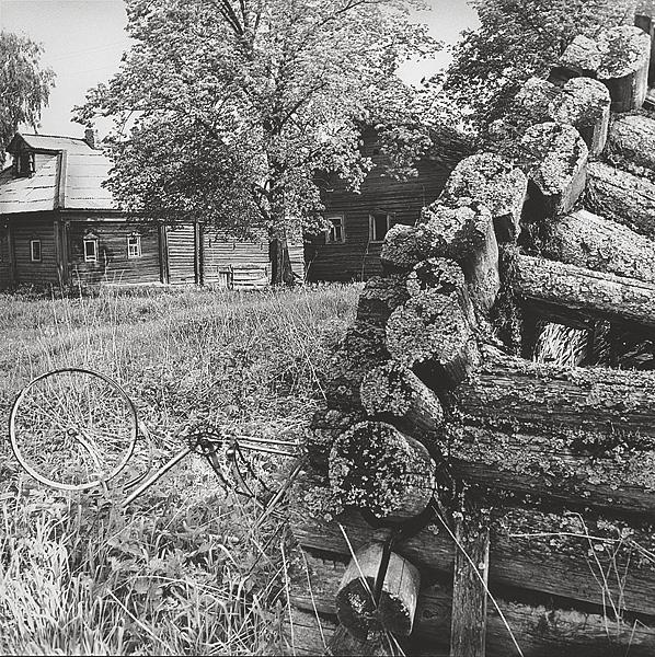 ©Галина Лукьянова. «Из цикла Покинутая деревня. 1981»