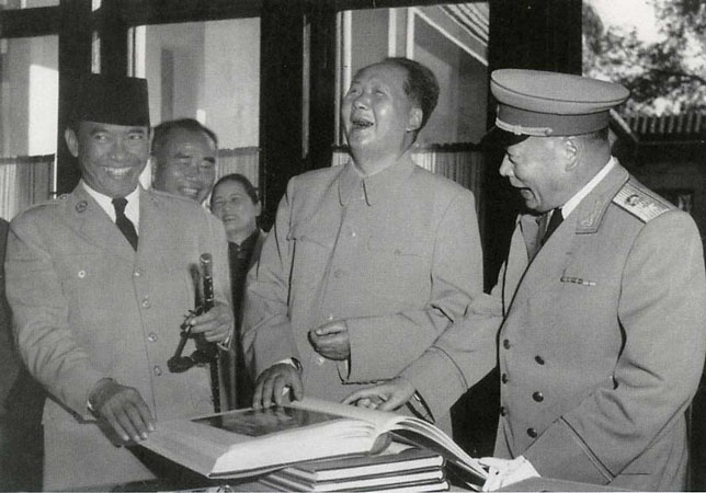Хоу Бо «Chairman Mao with the Indonesian president Soeharto in Zhongnanhai Beijing», 1956