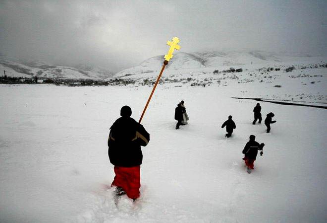 В. Пирогов. Крестный ход. Село Сосновка в 150 км. от Бишкека