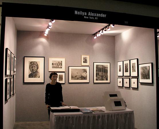 Стенд галереи Nailya Alexander на ежегодной выставке AIPAD в Нью-Йорке. Это одна из немногих галерей-членов Ассоциации, работающих с современной российской арт-фотографией.