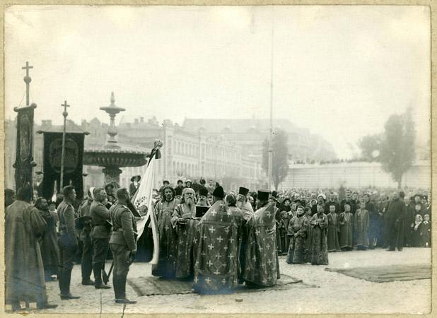 <p>Торжественная присяга иосвещение знамени Чешской дружины. 1914г.</p>