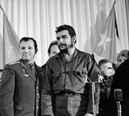 Виктор Ахломов<br /> «Юрий Гагарин и Че Гевара. Москва »<br /> 11 мая 1964 <br /> Собрание автора