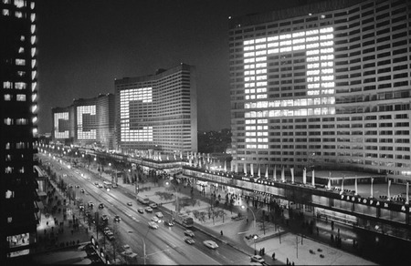 Виктор Ахломов<br /> «Проспект Калинина. Москва »<br /> 1977 <br /> Музей «Московский Дом фотографии»