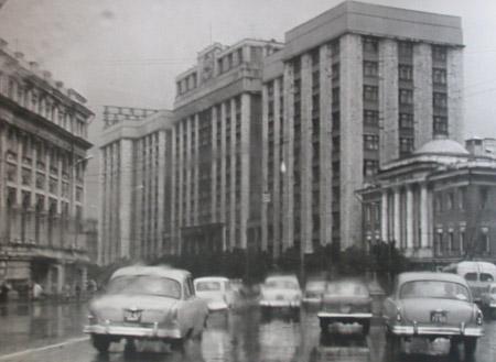 Виктор Ахломов<br /> «Госплан. Проспект Маркса. Москва »<br /> 1960 <br /> Музей «Московский Дом фотографии»