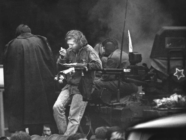 Михаил Дашевский. Завтрак после победы. Москва, 22 августа 1991 г.
