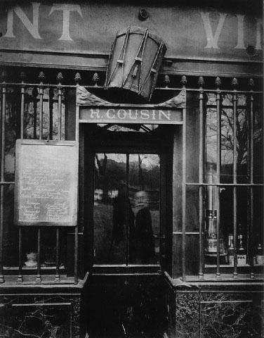 Эжен Атже. «Под барабаном». Набережная Турнель, 63. Париж. 1908