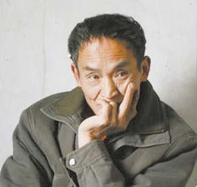 Shannxi farmer Zhou zhenglong is seen in meditation in this undated photo. [Chengdu Business Daily]