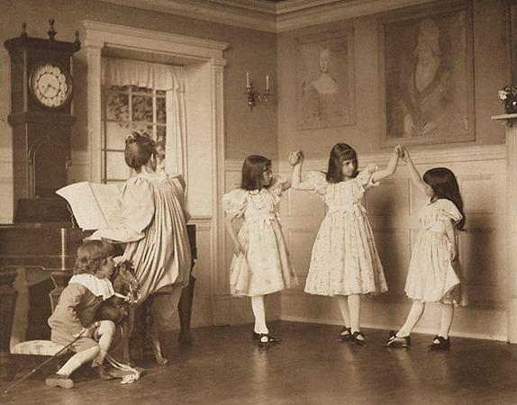 <p>The Dance <br /> EICKEMEYER, ROUDOLPH, b<nobr>.1862&mdash;1932</nobr><br /> Camera Notes Vol. 4&nbsp;No.&nbsp;2,&nbsp;1900<br /> 16.5&nbsp;&times;&nbsp;12.2&nbsp;cm<br /> Photogravure</p>