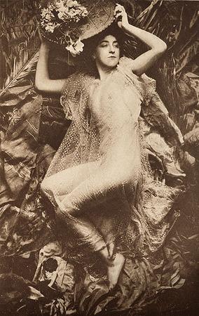 <p>Decorative Figure <br /> Le&nbsp;Begue, Rene, b<nobr>.1857&mdash;1914</nobr><br /> Camera Notes Vol. 3&nbsp;No.&nbsp;1,&nbsp;1899<br /> 12.5&nbsp;&times;&nbsp;19.6&nbsp;cm<br /> Photogravure</p>