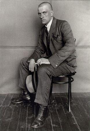 Александр Родченко<br /> Поэт Владимир Маяковский<br /> 1924г