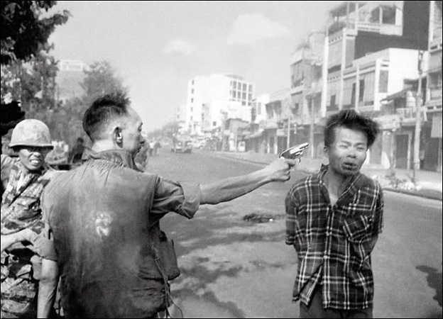 <p>Эдди Адамс. Казнь вьенконговца. Сайгон. 1968</p>