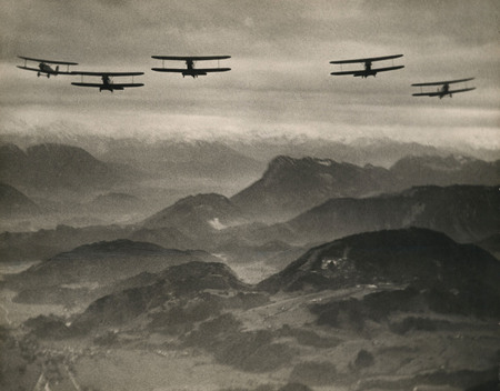 Мартин Мункачи<br /> «Мюнхенская авиашкола. Самолеты, летящие через Альпы.»<br /> Баварские Альпы