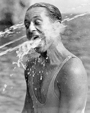 Martin Munkacsi, Fun on the beach—Lunabad, Berlin, 1930, © Joan Munkacsi, Courtesy of F.C. Gundlach Collection