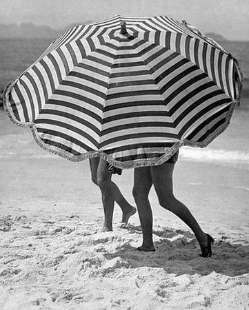 Martin Munkacsi, Greta Garbo on vacation, ca. 1932, © Joan Munkacsi, Courtesy of Ullstein Bild