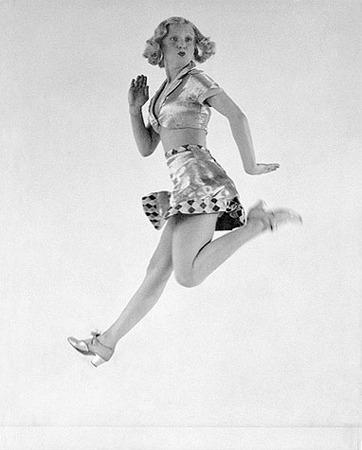 Martin Munkacsi, Operetta soubrette Rosi Barsony in her entrancing grotesque dance, ca. 1932, © Joan Munkacsi, Courtesy Sammlung F.C. Gundlach