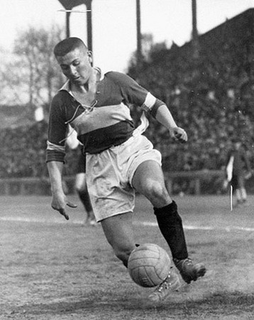 "Martin Munkacsi, ""At a Berlin vs. Budapest match. Vilmos Kohut, one of the best Hungarian players,"" ca. 1928, © Joan Munkacsi, Courtesy Sammlung F.C. Gundlach"