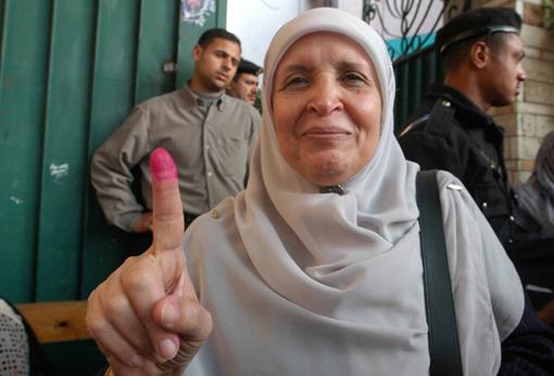 Egyptian Woman Voting in 2005 Elections, Alexandria, Egypt. Photographer: John Smock.