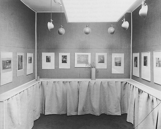 <p>Alfred Stieglitz&nbsp;&mdash; Interior view of&nbsp;the Little Galleries of&nbsp;the Photo Secession.<br />Published in&nbsp;Camera Work, No&nbsp;14,&nbsp;1906</p>
