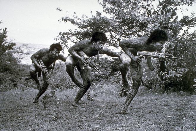 Анонимный фотограф<br /> Специальные войска BRAZ (Batall&#243;n&nbsp;Rafael Arce Zablah) Народной революционной армии (ERP, Ejercito Revolucionario del Pueblo). Позже стали частью FMLN (Farabundo Mart&#237; National Liberation Front).<br /> &copy; Museo de&nbsp;la&nbsp;Palabra y&nbsp;la&nbsp;Imagen, El&nbsp;Salvador<br /> Photography & Revolution Memory Trails Through the Latin American Left