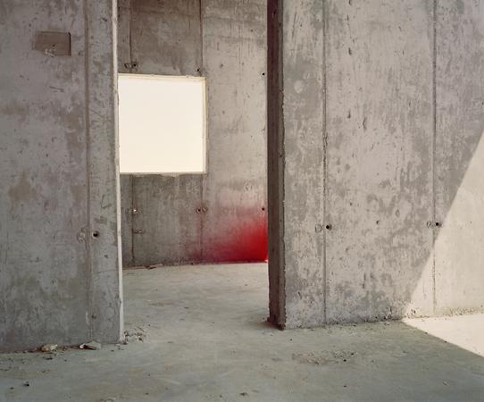 <p>Адам Брумберг и&nbsp;Оливер Кенерин<br /> Чикаго, апрель 2006<br /> &copy; Adam Broomberg and Oliver Chanarin<br /> The Sublime Image of&nbsp;Destruction</p>