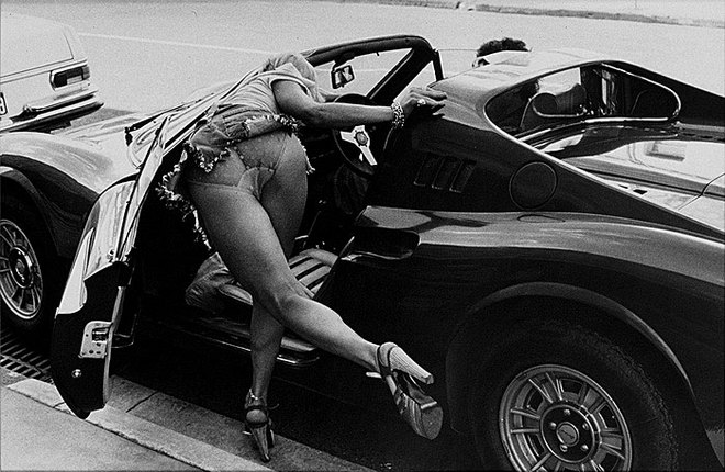 Rennie Ellis. Dino Ferrari, Toorak Road 1976 
