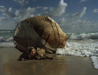 Mary Mattingly. Inflatable Home. Series: Nomadographies. Digital C-Print. 101 x 127 cm. 2008. Louisiana, USA