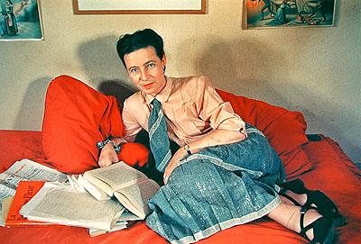 Willy-Brandt-Haus  Gisèle Freund. Reportagen und Portraits zum 100. Geburtstag  Gisèle Freund, Simone de Beauvoir, Paris, 1952, Courtesy: Dr. Marita Ruiter, Galerie Clairefontaine, Luxembourg