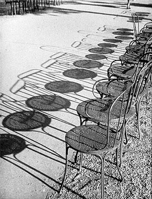 Galerie Berinson  André Kertész (1894-1985)  André Kertész, Champs-Elysées, 1930, © Galerie Berinson