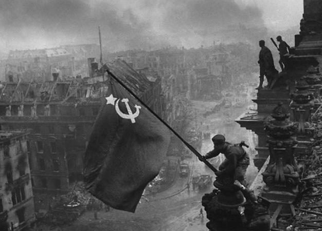 Евгений Халдей <br /> «Знамя Победы над Рейхстагом» <br /> Берлин, 1945 год