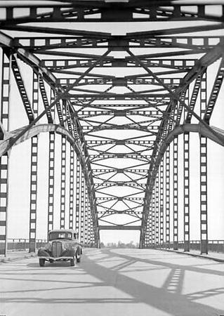 Георгий Петрусов «Автомобильный мост, <nobr>1930-е</nobr> гг»