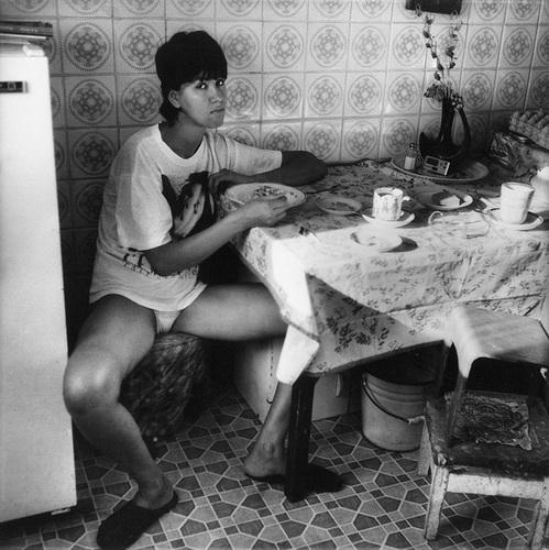 ©Николай Бахарев. «Из цикла «В интерьере» № 30, 1995. Новокузнецк»