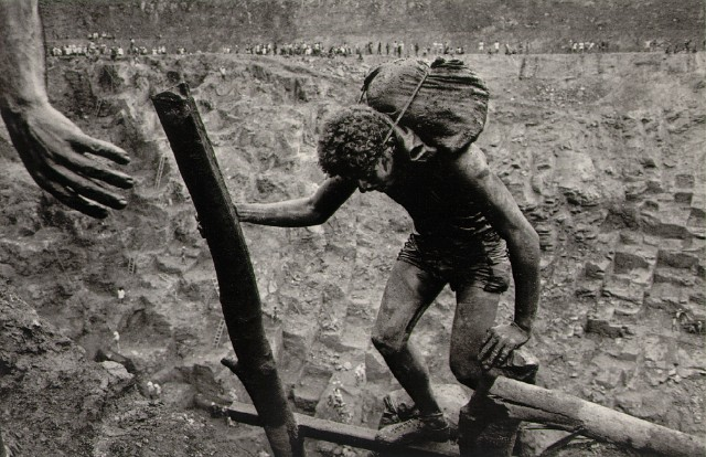 Transporting bags of dirt in the Serra Pelada gold mine Brazil, 1986  � Sebastiao Salgado