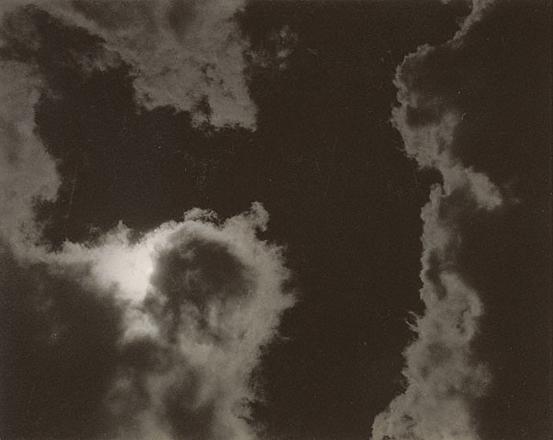 Песни неба. N 2<br>Альфред Стиглиц<br>США, 1923 г. Желатиновая галогено-серебрянная печать