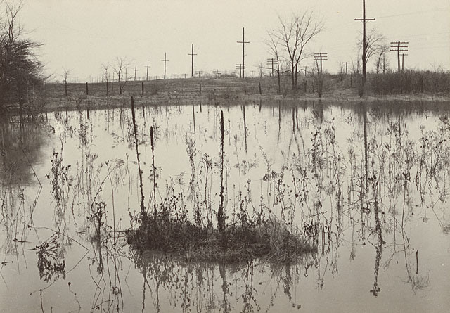 Детройт<br>Гарри Каллахан<br>США 1941 г. Желатиновая галогено-серебрянная печать