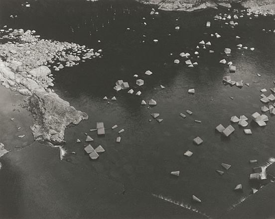Город Шимого. Префектура Фукусима<br>Шибата Тошио<br>Япония, 1990 г. Желатиновая галогено-серебрянная печать