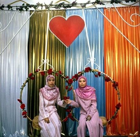 &copy; Рена Эфенди<br /> Золовки на свадьбе, Ош.<br /> Из серии «Дом счастья», 2007 г.