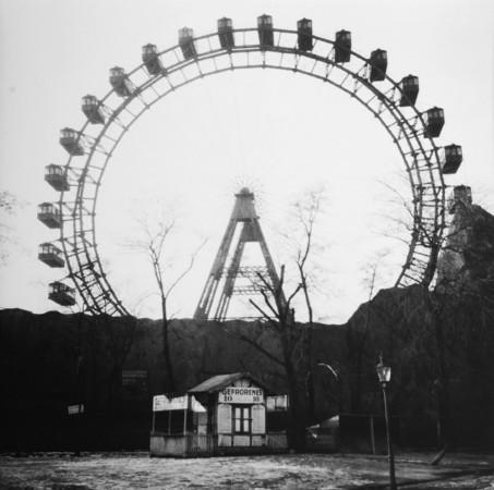 Ладислав Фолтын (Ladislav Foltyn). «Русское колесо» в парке Пратер, Вена. 1933