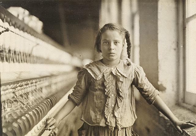 Льюис Хайн<br>Рабочая хлопкопрядильной фабрики<br>Желатиновая галогено-серебрянная печать, 1908