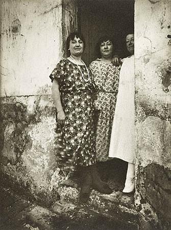 Эжен Атже<br>Три парижских проститутки<br>Желатиновая галогено-серебрянная печать, 1924-1925
