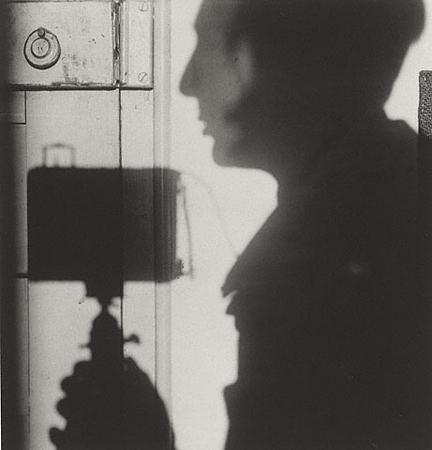 Андре Кертеш<br>Автопортрет<br>Желатиновая галогено-серебрянная печать, 1927