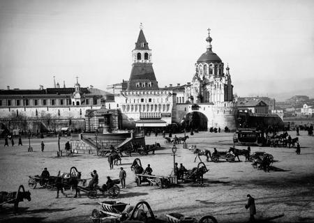 Петр Павлов<br /> Лубянская площадь (вид на Владимирские ворота). Москва <br /> 1890–1900-е