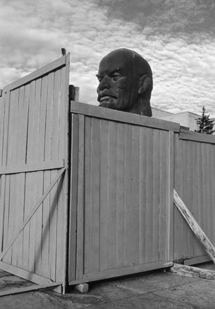 Сергей Бурасовский<br /> Из серии «Постсоветская Лениниана». Улан-Уде <br /> 2001