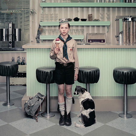 Эрвин Олаф. Кафе-мороженое. Из серии «Дождь». 2004<br />