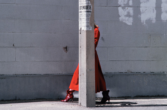 Ги Бурден. Красное пальто. Charles Jourdan, зима, 1975<br />