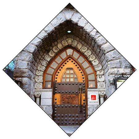 <p>Хельсинки, ул.Лённротинкату, 29.Портал здания Политехнического Студенческого общества. <nobr>1901—1903</nobr>. Архитекторы— Карл Линдаль иВальтер Томе.</p>