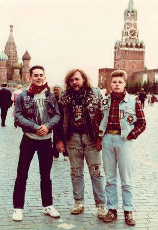 Мелкий, Саббат, Лебедь на Красной площади. Москва 1987<br> Из архива Димы Саббата